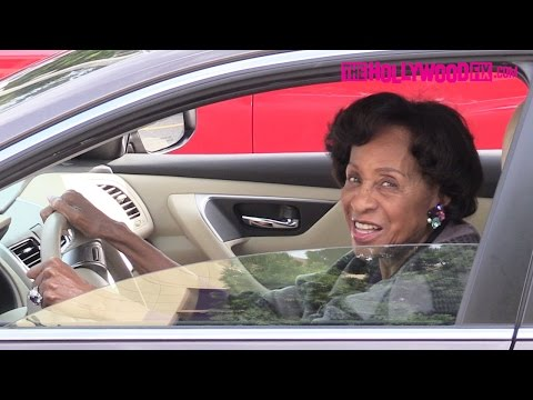 Marla Gibbs Arrives To Natalie Cole's Funeral In Los Angeles 1.11.16  TheHollywoodFix.com