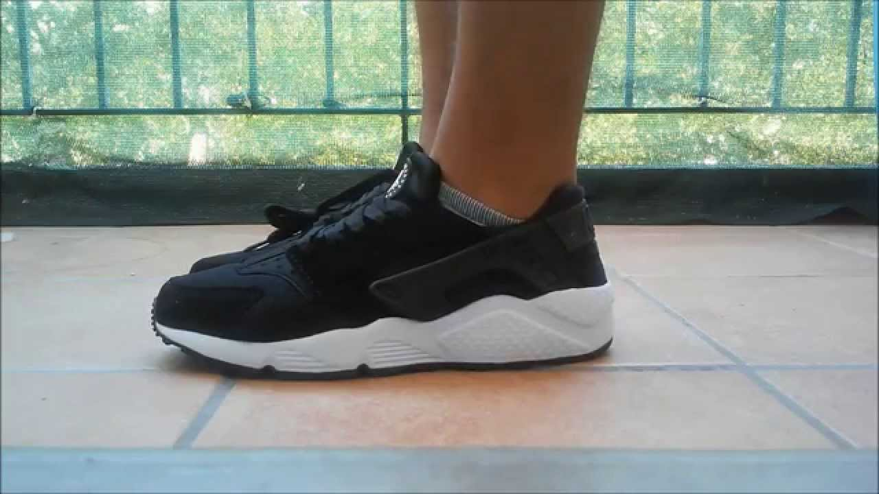 check out f8955 0aa64 Basket nike air huarache noir blanc taille 43 pas cher homme  femme -  YouTube