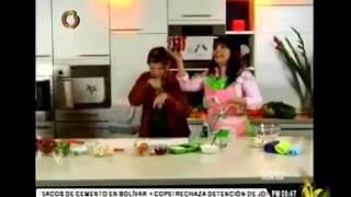 Daniela Alvarado y Carmen Julia en la cocinita de Sindy