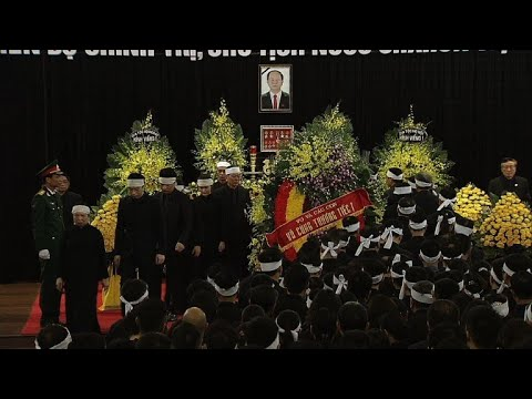 Hundreds pay tribute to late Vietnam president at state funeral