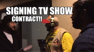 Grims Toy Show Episode 1058: TV Contract SIGNING! WWE Mattel Figure collections funny pose pics!