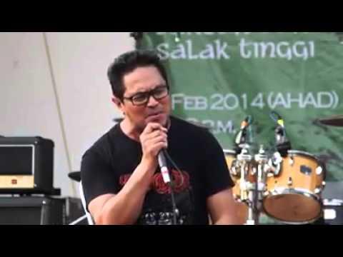 Abang Ali XPDC menyanyikan lagu Bunga Angkasa