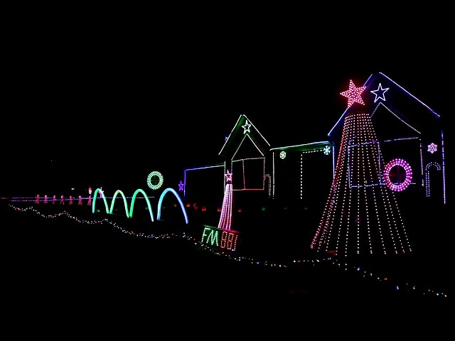 Ever Wondered How Those Computer-Controlled Christmas Light Displays Work?  - TechSpot - Ever Wondered How Those Computer-Controlled Christmas Light Displays