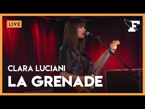 """Clara Luciani - """"La Grenade"""" dans la session Figaro Live Musique"""