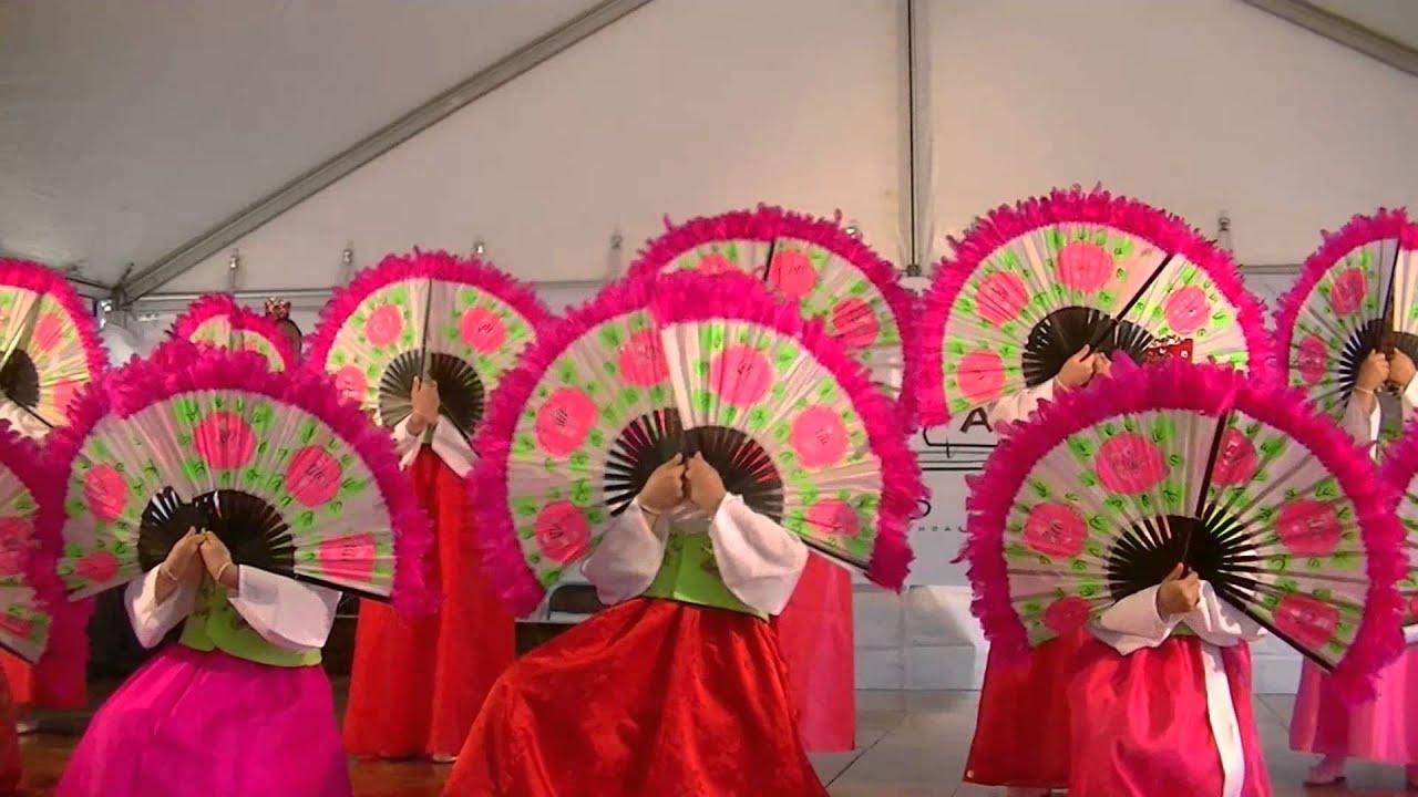 korean fan at cleveland asian festival