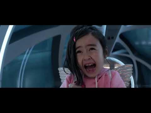 Мегалодон нападает на маленькую девочку Мег Монстр глубины 2018