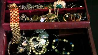Naples Gold And Silver - Open Your Jewelry Box Commercial 06