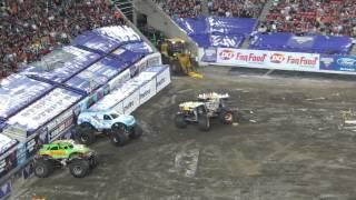 monster jam 2014 max d monster truck amazing backflip rollover