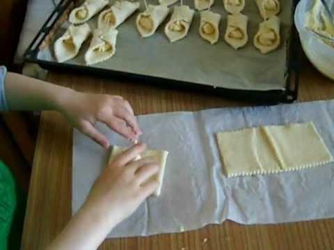 Слоеные пирожки с творогом