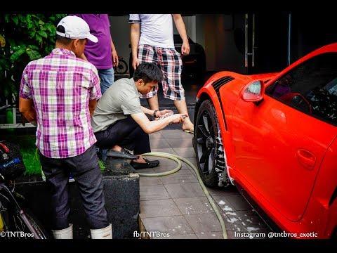 Cường Đô La tự tay rửa siêu xe Porsche 911 GT3 RS mới tậu