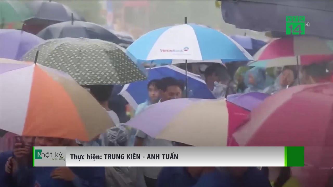 VTC14 | Người dân đội mưa lên Đền Hùng