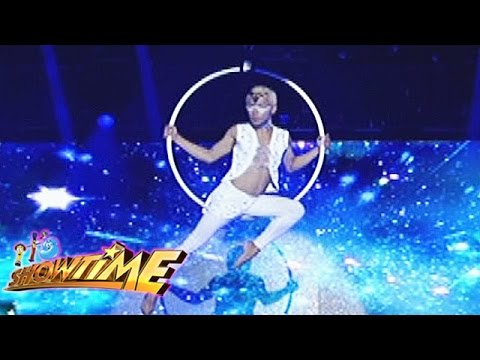 It's Showtime Todo BiGay: Prince Satoshi's aerial dance