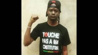 Cliquez ici pour écouter la nouvelle chanson de Master Soumy, Touche pas à ma constitution