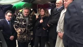 Funerali Bongusto, la folla commossa intona 'Una rotonda sul mare' - 11/11/2019