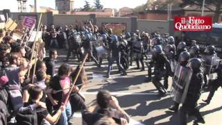 Scontri tra antagonisti e polizia a Bologna