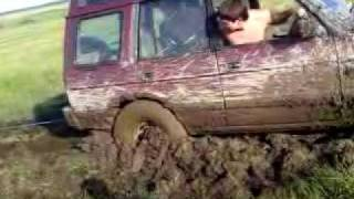 landrover discovery being pulled out by a FREELANDER with a solid rope!!!!