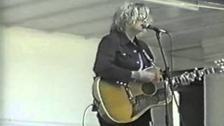 Watch Kim Richey Straight As The Crow Flies video