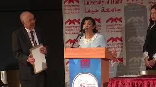 רונית מטלון מקבלת את פרס א.מ.ת