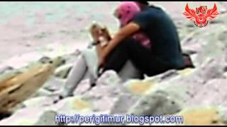 Repeat youtube video Dua Gadis Bertudung DiPeluk Erat Di Pantai Cahaya Bulan Negeri Serambi Mekah