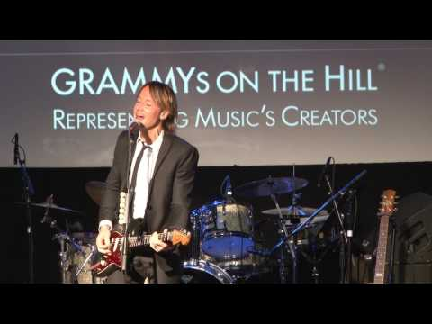 Keith Urban performs