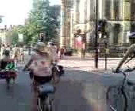 World Naked Bike Ride Manchester: 8th June 2007 (10 of 12)