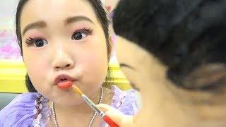 키즈카페 에서 숨어있는 화장품을 찾아라 !! 페이스 페인팅 놀이 Sofia Kids Makeup Disney Princess
