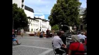 Emmas trio på Bibliotekstorget i Eskilstuna kl 1225 den 19 juli 2012
