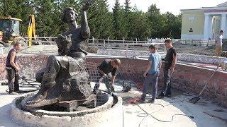 В Верхней Салде продолжается благоустройство Дворцовой площади и дворов на Пролетарской
