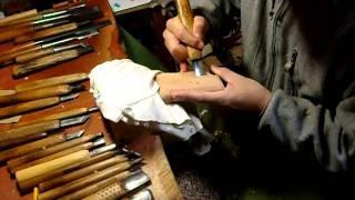 iPhone4ウッドケース:一位一刀彫の実演デス。