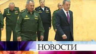 Министр обороны РФ Сергей Шойгу обсудил с турецким коллегой Хулуси Акаром ситуацию в Сирии.