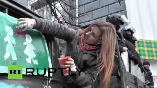 Ukraine: Girls bring flower power to Kiev