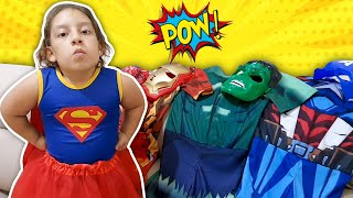 Maria Clara finge brincar de SUPER HERÓIS com SUPER PODERES Pretend Play SuperHero - MC DIVERTIDA