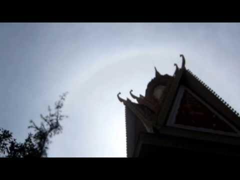 """""""Hào Quang"""" xuất hiện khi hỏa táng thầy Thích Giác Khang - wWw.SimSoTraVinh.cOm"""