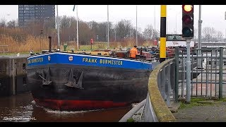 Close-Up Video of 'FRANK BURMASTER'(550HP), Leaving a Lock in #Groningen, While Peeing?! - #909NL ?