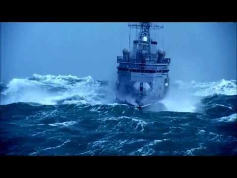 Muhteşem görüntüler! Dalgalı denizde kaptan... (HD)