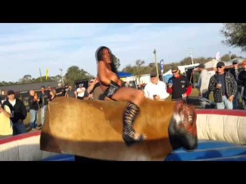Wild girl with mini dress rides a mechanical bull. - Video Dailymotion