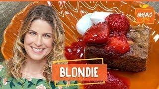 Blondie Com Amêndoas E Calda De Morango  Rita Lobo  Cozinha Pratica