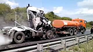 Смотреть видео Авария на 396 километре Москва Пенза онлайн