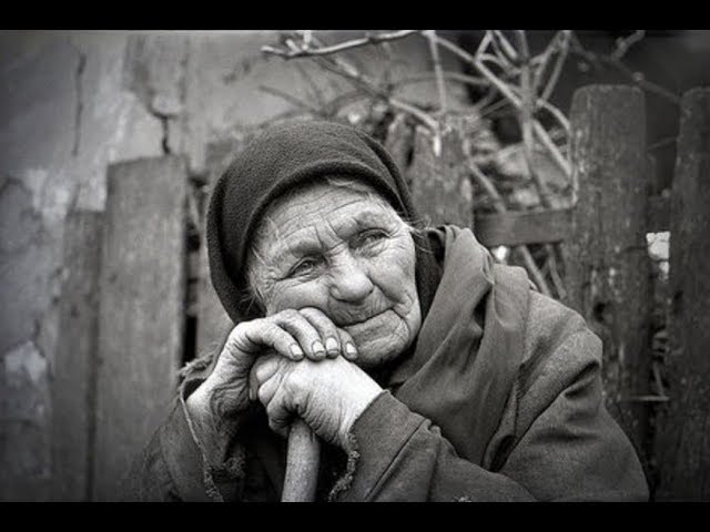 Бедная бабушка всю жизнь присылала деньги в детский дом, но об этом никто даже не догадывался