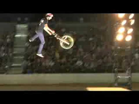 BMX: Sean Logan vs Chris Hughes