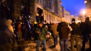 Майдан КИЕВ Беркут применил слезоточивый газ  30 января 2014