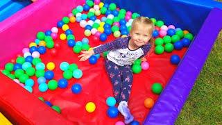 Игры для детей. Влог Эльвира играет в развивающие игры с шариками Видео для малышей Video for kids