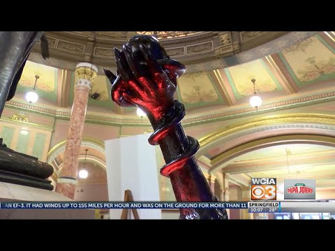 Dana McKenzie - Satanic statue erected in Illinois State Capitol with other holiday decs