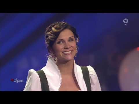 Anna-Maria Zimmermann - Himmelblaue Augen (Dirnd! Fertig! Los! 16.09.2017)