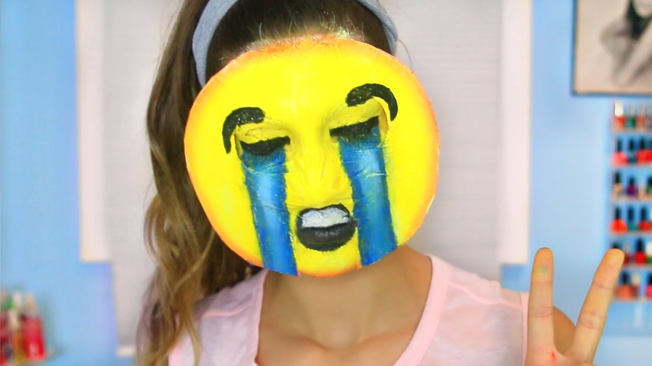 Diy emoji halloween costume youtube solutioingenieria Gallery