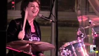 Janneke van Heeswijk. Smiling drummer