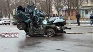 Измаил: Смертельное ДТП в городе(Одесская область, Измаил. Автомобиль «ТОЙОТА Авенсис» на большой скорости двигался в сторону ЖД вокзала..., 2013-03-26T10:50:52.000Z)