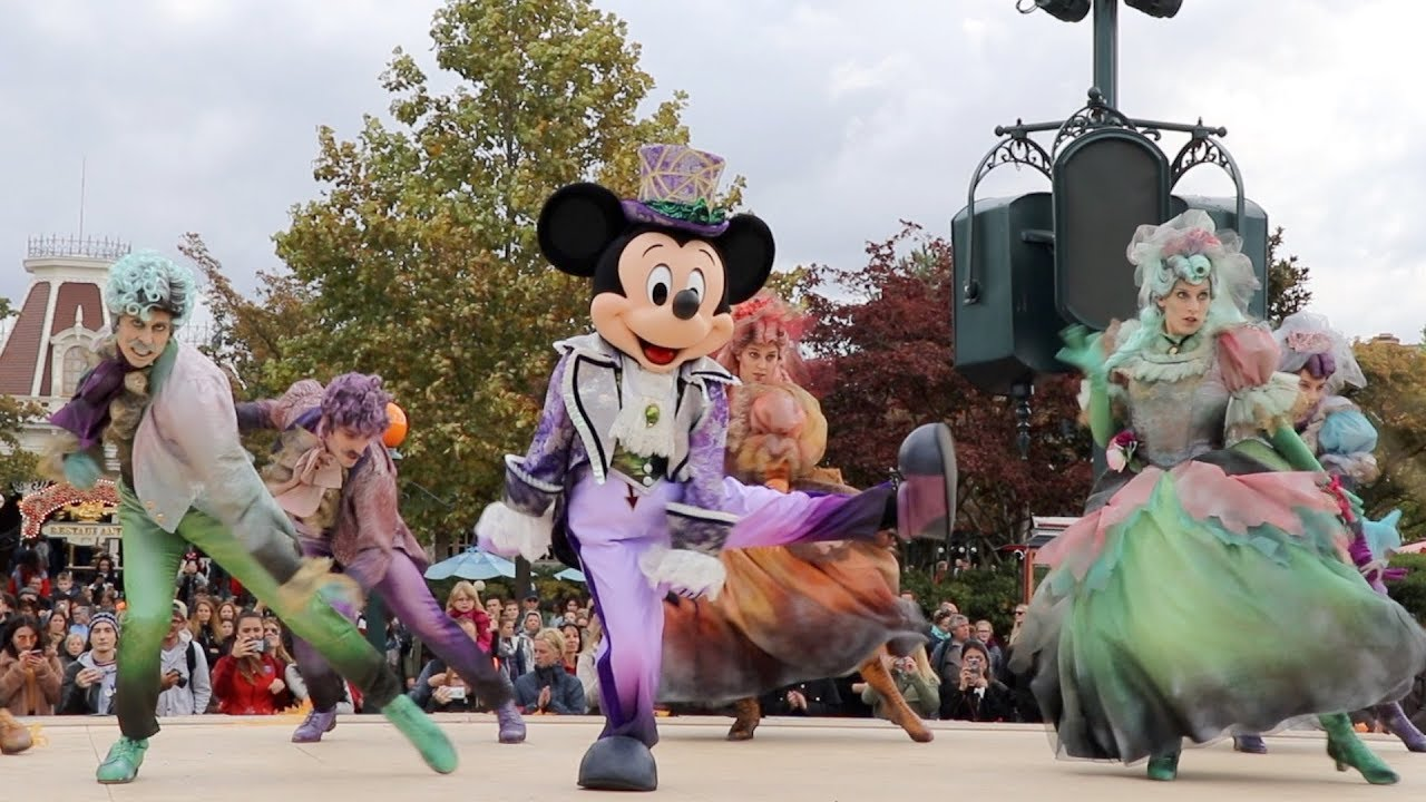 Disneyland Paris Halloween Party 2018.Halloween Cavalcade 2018 At Disneyland Paris