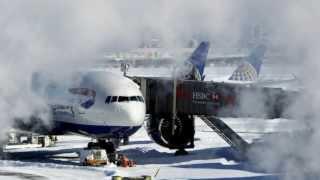Aeroporto JFK suspende voos por causa da neve em Nova York
