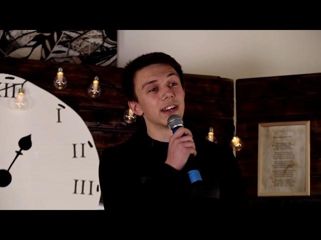 Изображение предпросмотра прочтения – МатвейХодырев читает произведение «Кто я, что я? Только лишь мечтатель...» С.А.Есенина